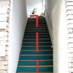 Wir gehen also die Treppe hoch, und drehen uns scharf nach links ...